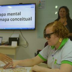 Alunas com deficiência visual aprendem novas estratégias para mentalizar o conteúdo de disciplinas